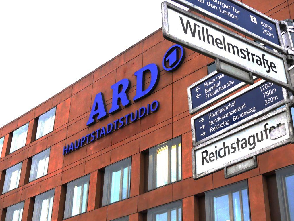 """Studios berlinois de l""""ARD. Cette antenne de la chaîne couvre essentiellement les sujets politiques et gouvernementaux. Le bâtiment se situe à quelques rues du Bundestag et du Reichstag."""